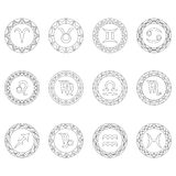 Stellen Sie zwölf Zeichen von Tierkreissymbolen in den runden Rahmen - Schwarzweiss-Entwurf - erwachsene Malbuchseite ein Lizenzfreie Stockfotografie
