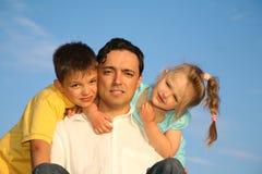 Stellt Familie gegenüber stockbild