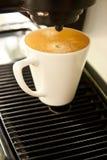 Stellte gerade ein coffe Cup her stockfoto