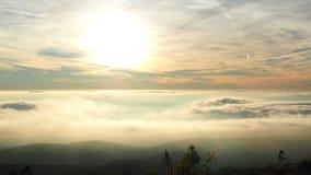 Stellung über den Wolken, S Mamede-Gebirgszug in Portalegre stockbilder