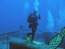 Stellung auf einem Schiffbruch Lizenzfreies Stockbild