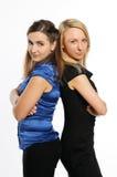 Stellung mit zwei junge attraktive Frauen Lizenzfreies Stockbild