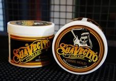 Stelna för manligt utforma - SuaVecito Håll för firme för SuaVecito pomada stark moderiktigt utforma för frisersalong arkivfoto