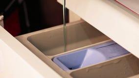Stelna och en tvagningmaskin arkivfilmer