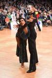 Stelt het dans Latijnse paar in een dans Royalty-vrije Stock Fotografie