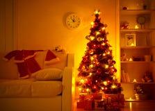 Stelt onder Kerstboom voor Royalty-vrije Stock Foto's