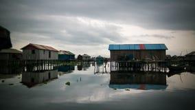 Stelthuizen in het dorp van de mensen van Ganvie Tofinu op het Nokoue-meer, Benin royalty-vrije stock afbeeldingen