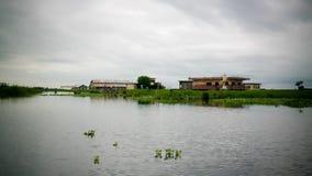 Stelthuizen in het dorp van Ganvie op het Nokoue-meer, Benin royalty-vrije stock fotografie