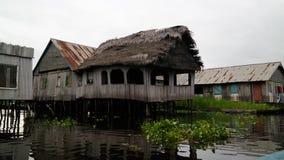 Stelthuizen in het dorp van Ganvie op het Nokoue-meer, Benin royalty-vrije stock foto's