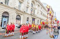 Steltlopers Merchtem Belgien, Stiltwalkers Stockfoto