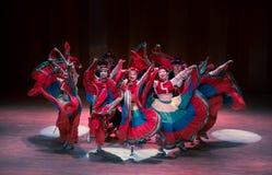 Stem in met dans 2 de volksdans van Axi sprong-Yi van het dansdrama stock foto's