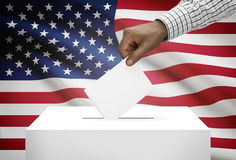 Stembus met nationale vlag op achtergrond - de Verenigde Staten van Amerika royalty-vrije stock afbeeldingen