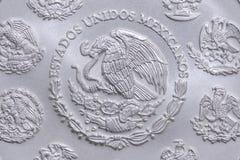 Stemma del Messico sulla moneta d'argento Fotografia Stock Libera da Diritti