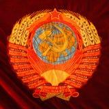 Stemma dell'URSS su fondo rosso Fotografia Stock Libera da Diritti