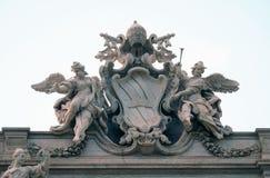 Stemma di papa Clemente XII sulla fontana di Trevi a Roma Immagine Stock Libera da Diritti