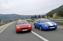 Stemmende auto's die onderaan de weg rennen stock afbeeldingen