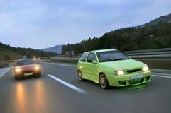 Stemmende auto's die onderaan de weg rennen royalty-vrije stock foto