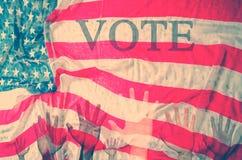 Stemmingsconcept, handen omhoog met de nationale vlag van Verenigde Staten royalty-vrije stock afbeelding