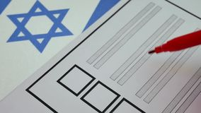 Stemmingsdocument stemming in Israël stock videobeelden