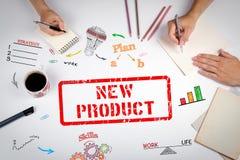 Stempel des neuen Produktes Die Sitzung am weißen Bürotisch Lizenzfreie Stockfotografie