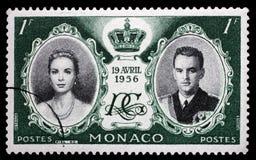Stempel druckte in Monaco mit Porträt von Grace Kelly und von Prinzen Rainier Stockfotos