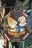 Stempel en Judy Pub Sign in Londen Stock Foto