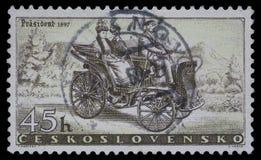 Stempel gedruckt in der Tschechoslowakei, Shows Prasident-Auto lizenzfreie stockfotografie