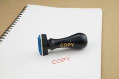 Stempel mit Kopie auf Weißbuch Stockfotografie
