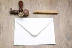 Stempel, Umschlag und Wachs lizenzfreie stockfotografie