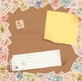 Stempelhintergrund mit heftigem Papier und Post-It lizenzfreie abbildung