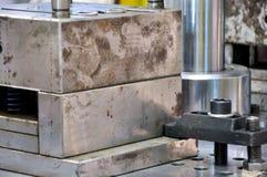 Stempeln der Ausrüstung und Bearbeitung der Herstellung Lizenzfreie Stockfotos