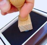 Stempeln mit dem klassischen Stempel Stockbild