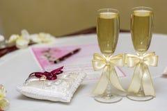Stemware de la boda con champán Fotografía de archivo libre de regalías