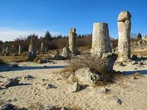 Stenöknen eller stenskogen nära Varna Den naturligt bildade kolonnen vaggar Saga som landskap lökformig arkivbild