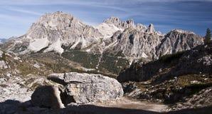 sten för dolomiteskantberg Arkivbilder