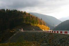 sten för retezat för fördämningsmutsnationalpark Royaltyfri Foto