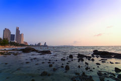 Sten-, havs- och Pattaya strand. Arkivfoto