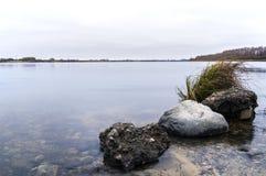 Sten i floden Royaltyfri Foto