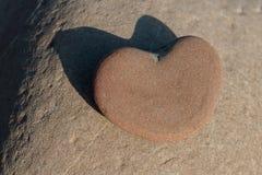 Sten i form av hjärta Arkivfoton