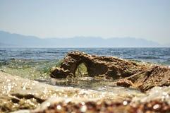 Sten i havet Royaltyfri Fotografi