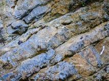 Sten med sprickor Arkivfoto