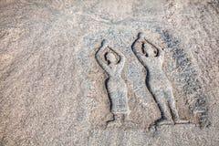 Sten med yogafolk i Hampi Royaltyfri Fotografi