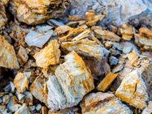 Sten och jord på jord för stenigt berg Arkivfoto