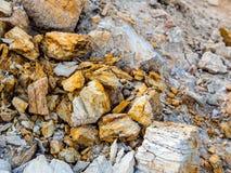 Sten och jord på jord för stenigt berg Arkivfoton