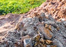 Sten och jord på jord för stenigt berg Royaltyfria Bilder