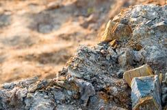 Sten och jord på jord för stenigt berg Royaltyfri Bild