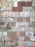 Sten- och tegelstenvägg Arkivfoto
