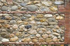 Sten- och tegelstenvägg som bakgrundstextur Royaltyfri Foto