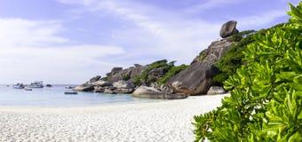 Sten på överkanten av åttondelen av de Similan öarna i Thailand Royaltyfri Bild