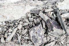 Sten på bergbakgrund Royaltyfria Bilder